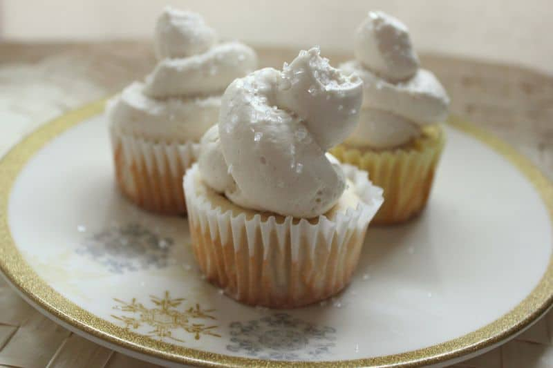 White cupcakes wedding cupcakes i heart eating save junglespirit Image collections