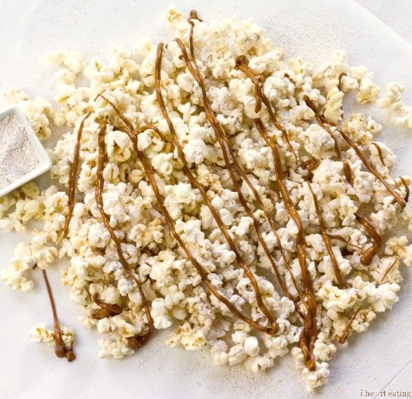Browned Butter Snickerdoodle Popcorn | Popcorn drizzled with browned butter and then dusted with a cinnamon sugar mixture. It's a delicious way to get your cookie fix without turning on the oven!
