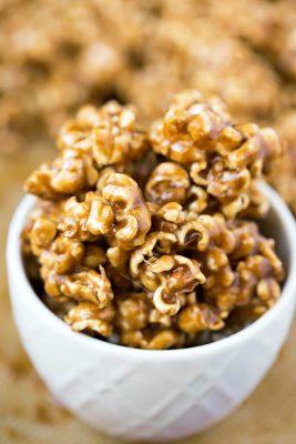 Cinnamon Bun Popcorn Recipe - chewy/crisp popcorn coated in a rich, buttery cinnamon sugar glaze!