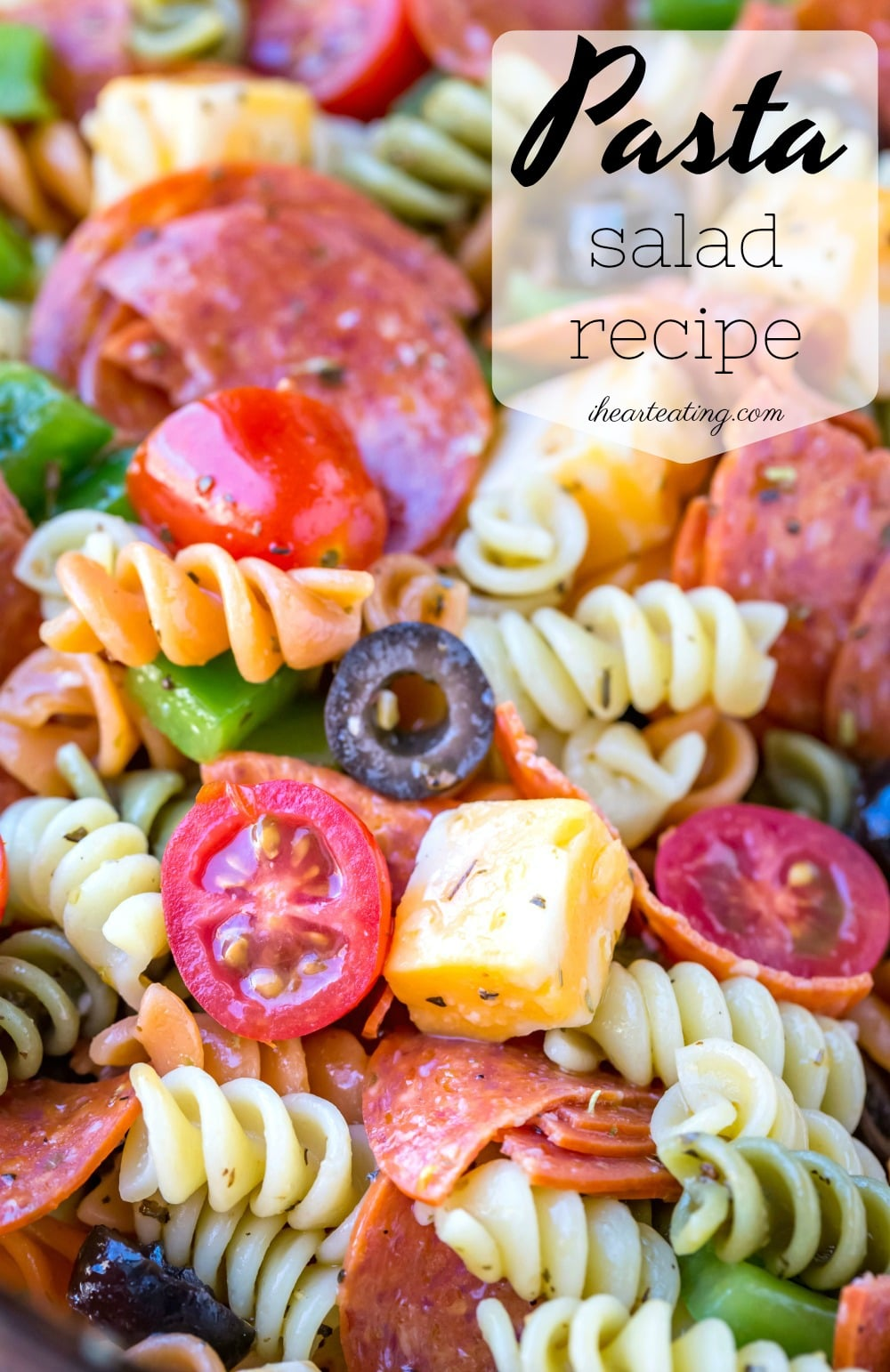 Best pasta salad recipe! This easy pasta salad takes simple ingredients like vegetables, cheese, and pepperoni, and a homemade Italian dressing and turns them into the perfect side dish! #pastasalad #recipe #side #sidedish