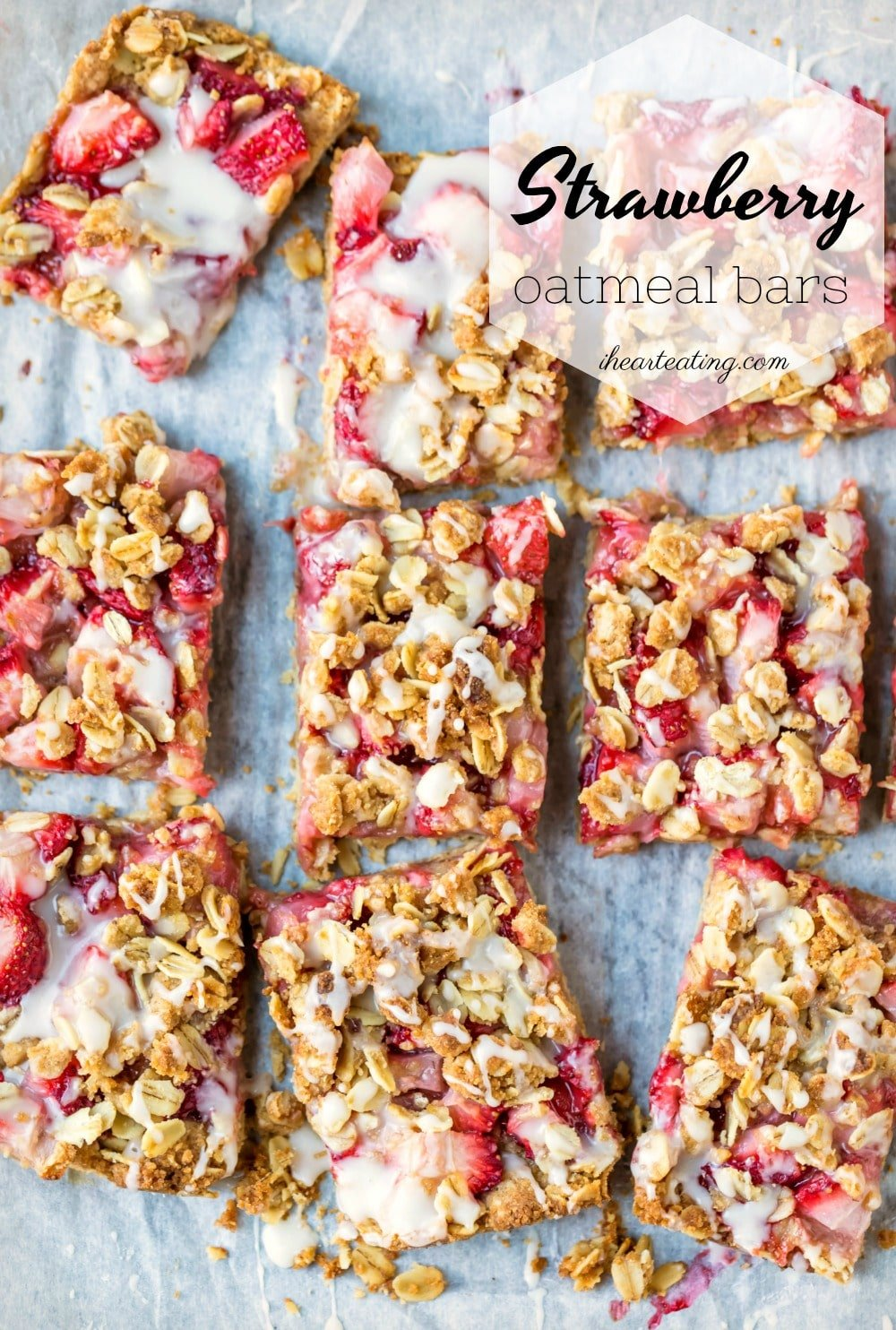 Easy strawberry dessert recipe! These strawberry oatmeal bars have a filling of fresh strawberries sandwiched between oatmeal crumble crust and topping.